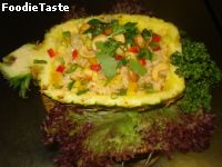 ���ǼѴ�Ѻ��ô (Pineapple Fried Rice)