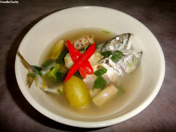��ҷٵ���дѹ (Spicy mackerel with Madan clear soup)