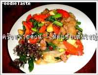 �Ѵ������˭� (Spicy stir fried flat noodle with pre boiled bamboo shoot and minced pork)