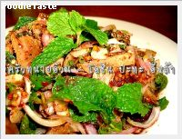โอชิน ปะทะ คำหล้า (Japanese marinated pork neck spicy salad northeastern style)