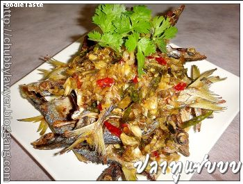 ปลาทูแซ่บบบ (Spicy mackerel in chili and garlic sauce)