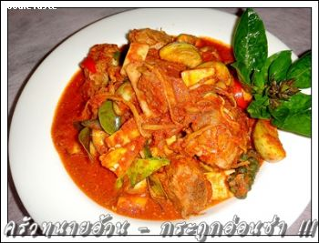กระดูกอ่อนซ่า (Stir fry pork spare rib with red curry paste)