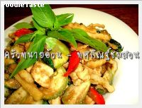 ทศกัณฐ์ชมสวน(Stir fried green curry with coconut shoot)