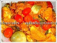 หมูผัดพริกแกงกระชาย (Spicy stir fried pork with red curry paste and finger roots)